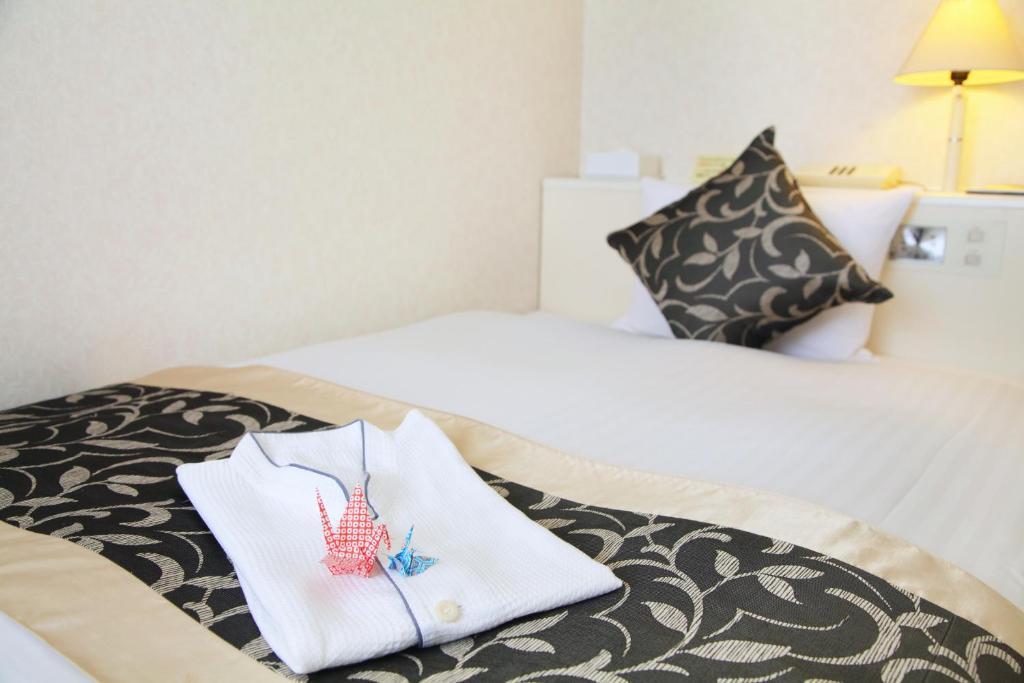 京都夏特萊酒店房間的床