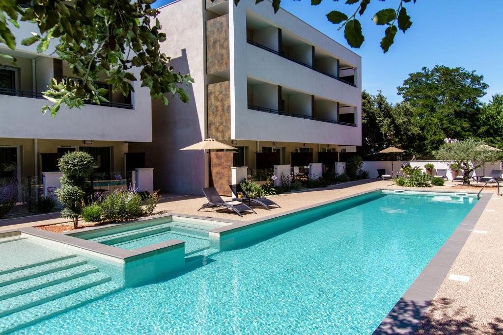The swimming pool at or close to Forme-hotel & Spa Montpellier Sud-Est - Parc Expositions - Arena