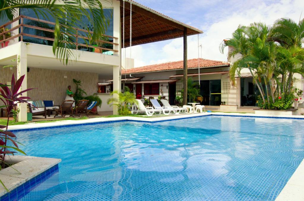 A piscina localizada em Pousada Novo Prado ou nos arredores