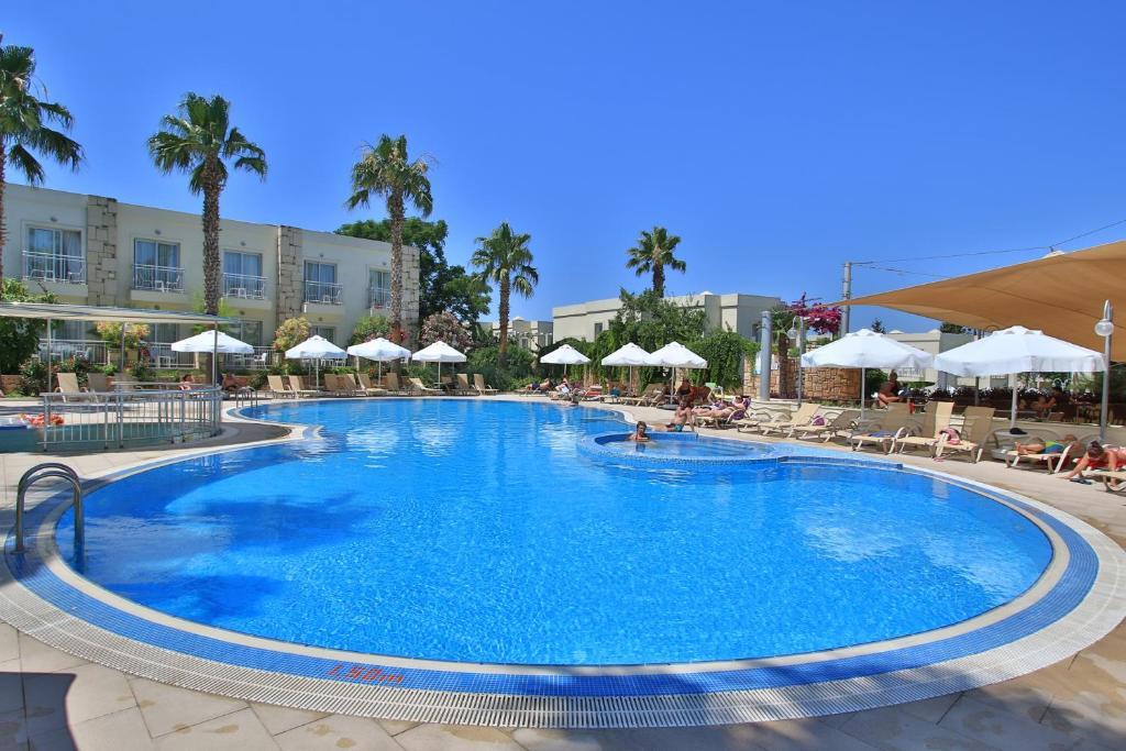 The swimming pool at or near Mandarin Resort & Spa