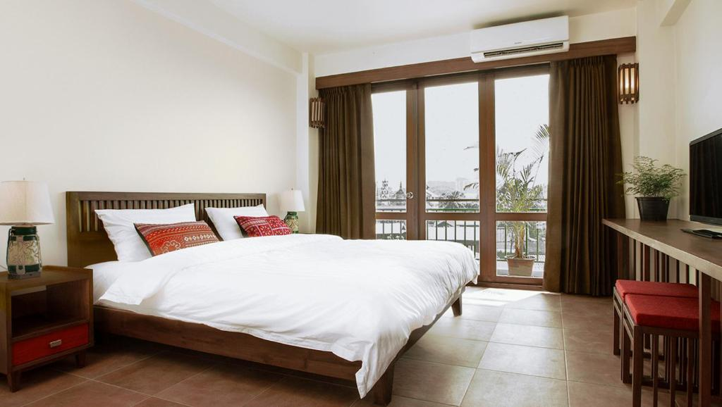 A bed or beds in a room at Green Tiger House