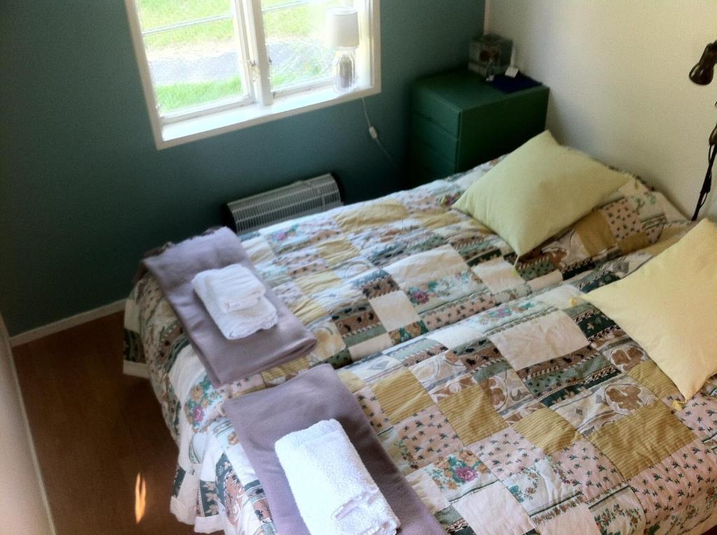 En eller flere senge i et værelse på Sergel B&B
