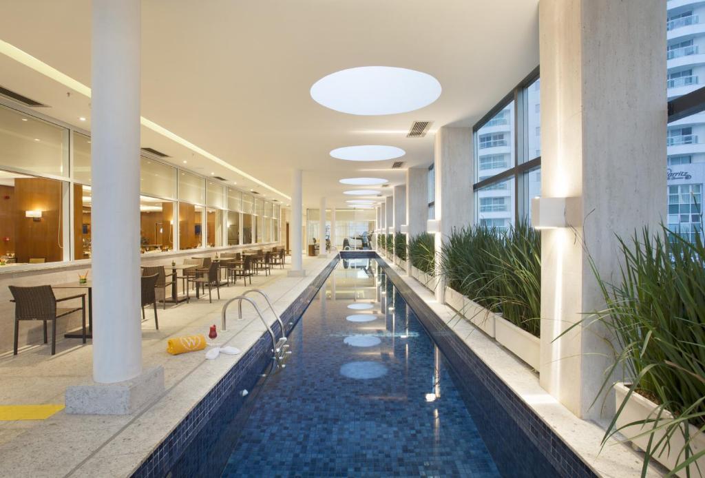 The swimming pool at or near Windsor Brasília Hotel