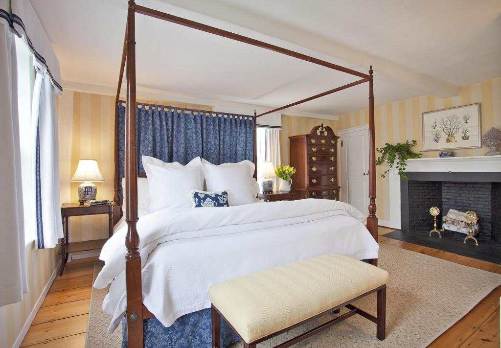 A bed or beds in a room at Union Street Inn