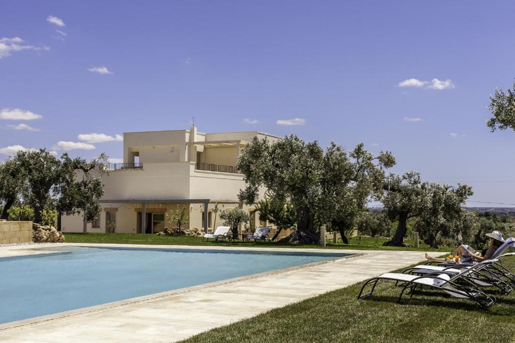 The swimming pool at or close to Tenuta Monticelli