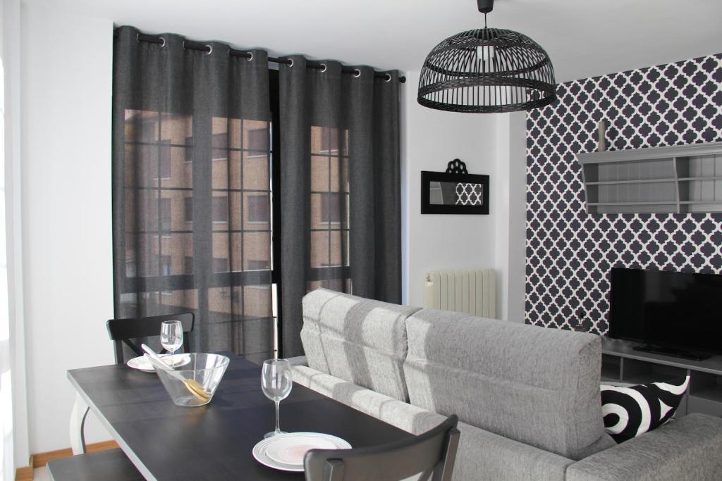 A seating area at Apartamentos Vino y Camino