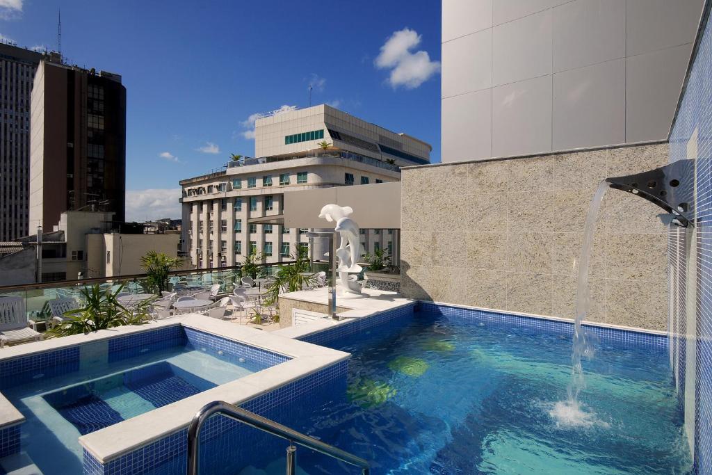 Bazén v ubytovaní Hotel Atlântico Business Centro alebo v jeho blízkosti