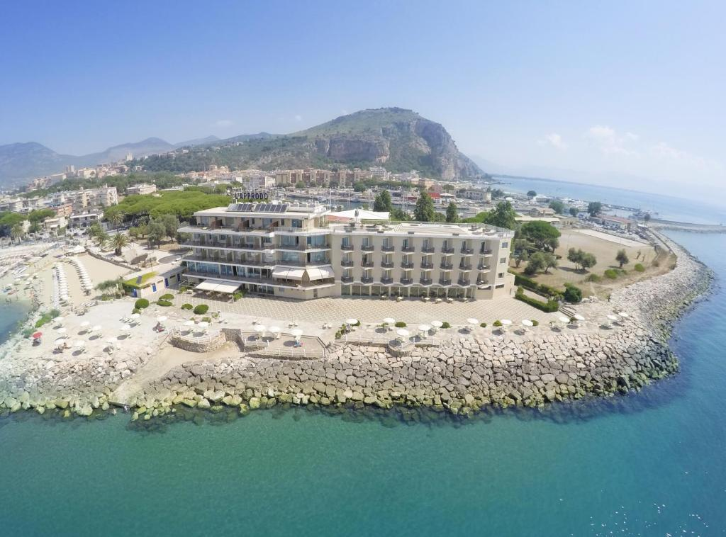 A bird's-eye view of Grand Hotel L'Approdo