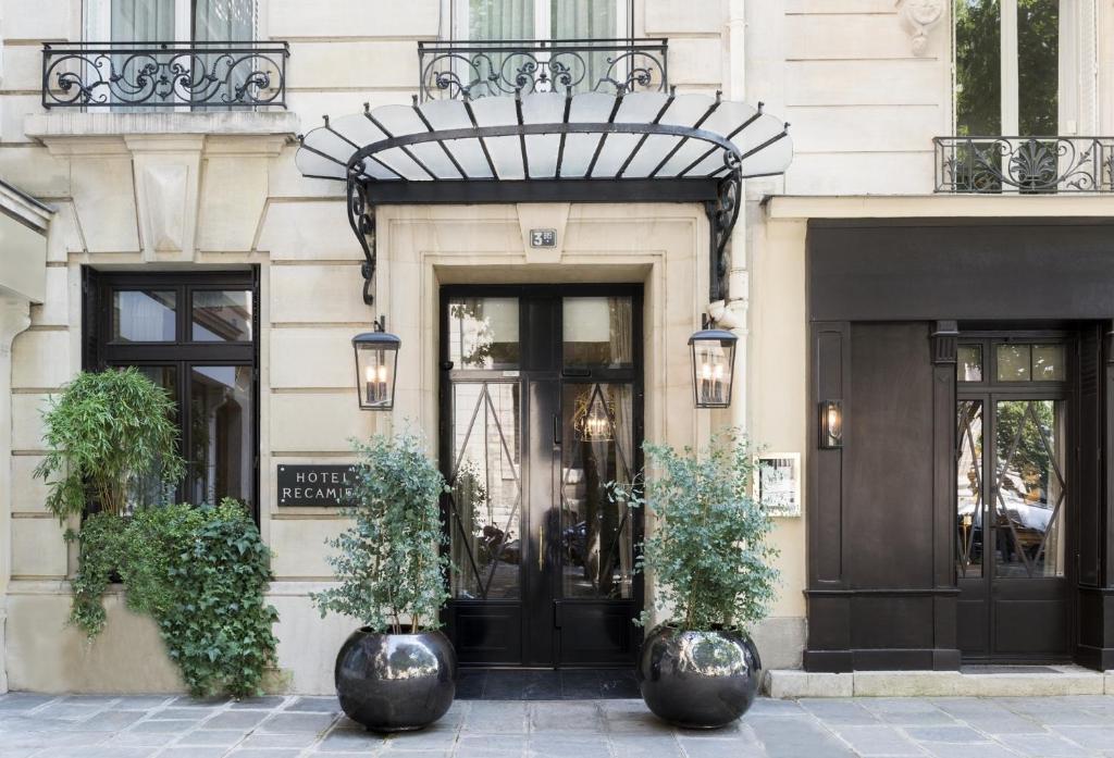 The facade or entrance of Hôtel Recamier