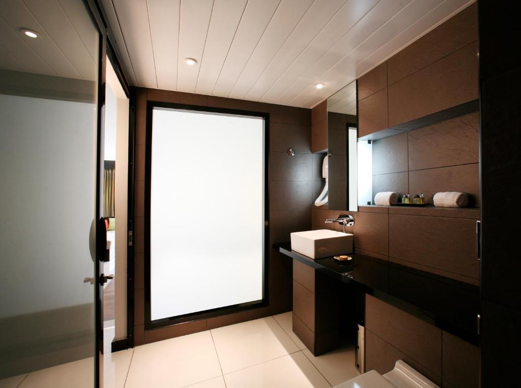 A bathroom at Hotel Tahiti Nui