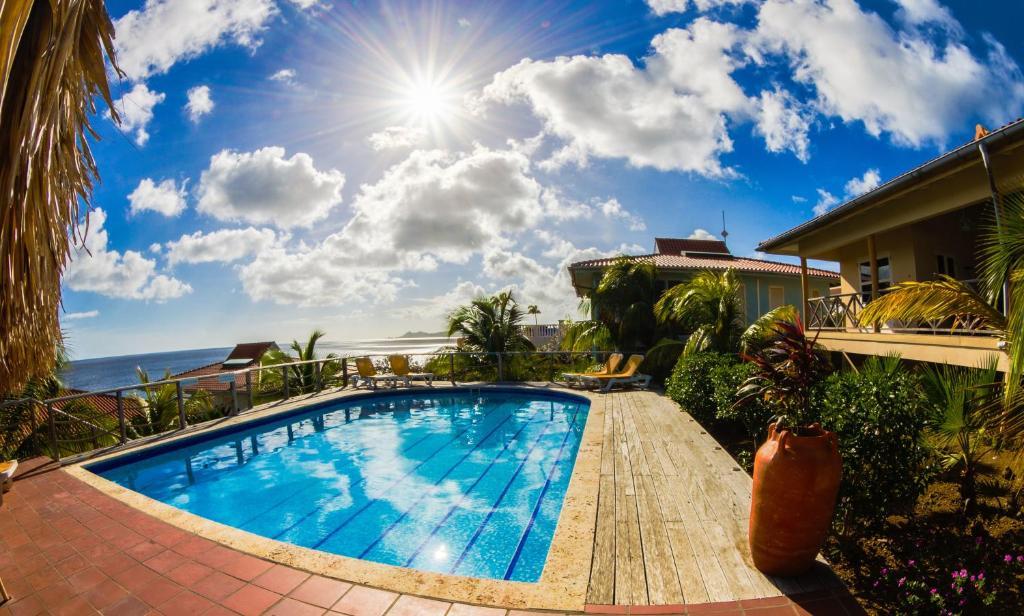 Het zwembad bij of vlak bij Caribbean Club Bonaire
