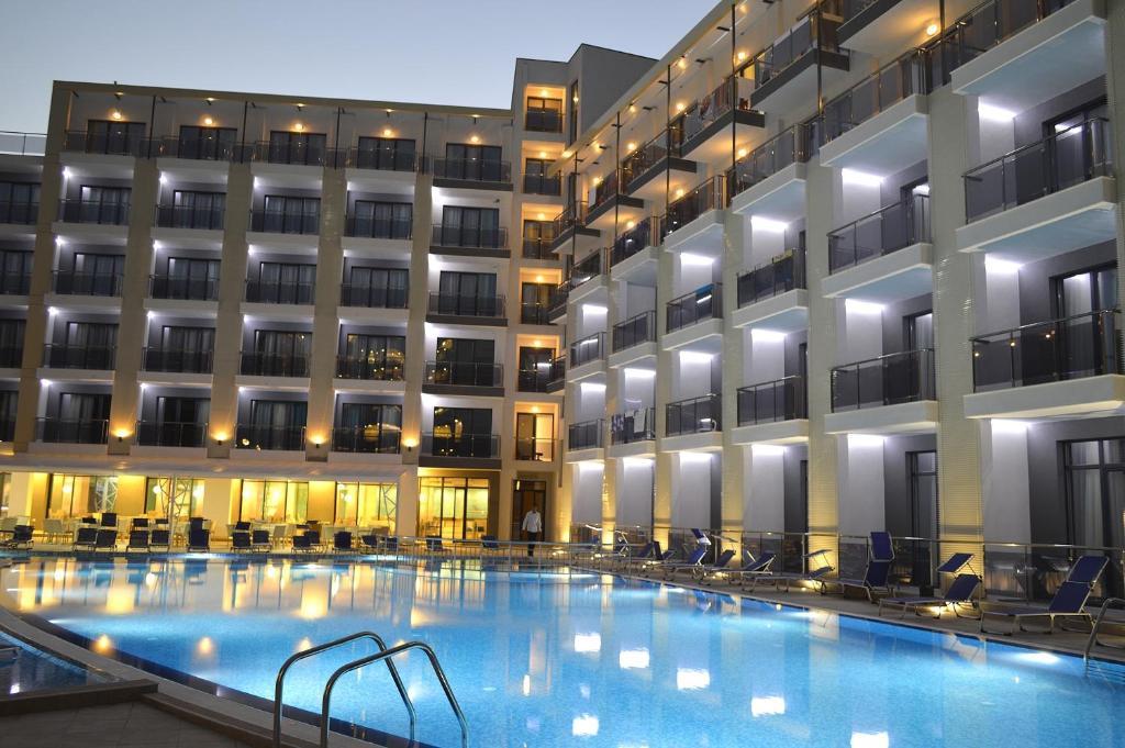 Бассейн в Arena Mar Hotel and SPA или поблизости