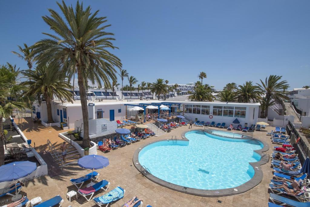 A view of the pool at Apartamentos Jable Bermudas or nearby