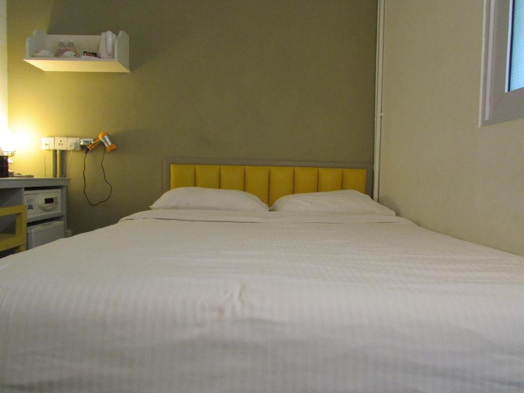 Ein Bett oder Betten in einem Zimmer der Unterkunft Kam Leng Hotel (SG Clean)