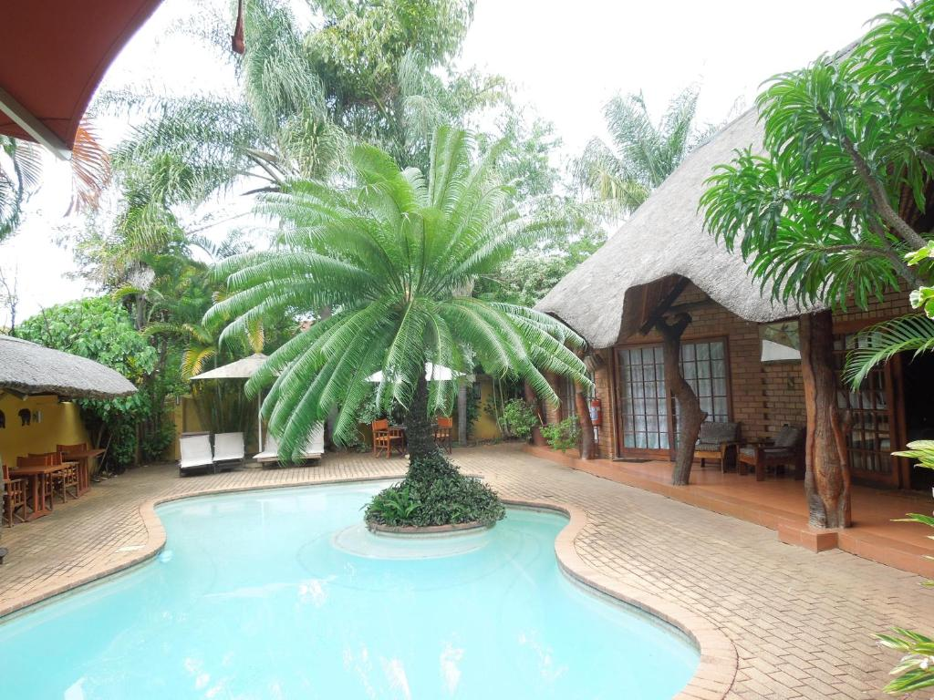 The swimming pool at or near Trees Too Guest Lodge