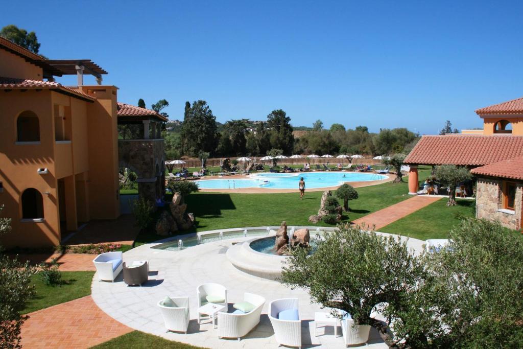 Vista sulla piscina di Hotel Marana o su una piscina nei dintorni