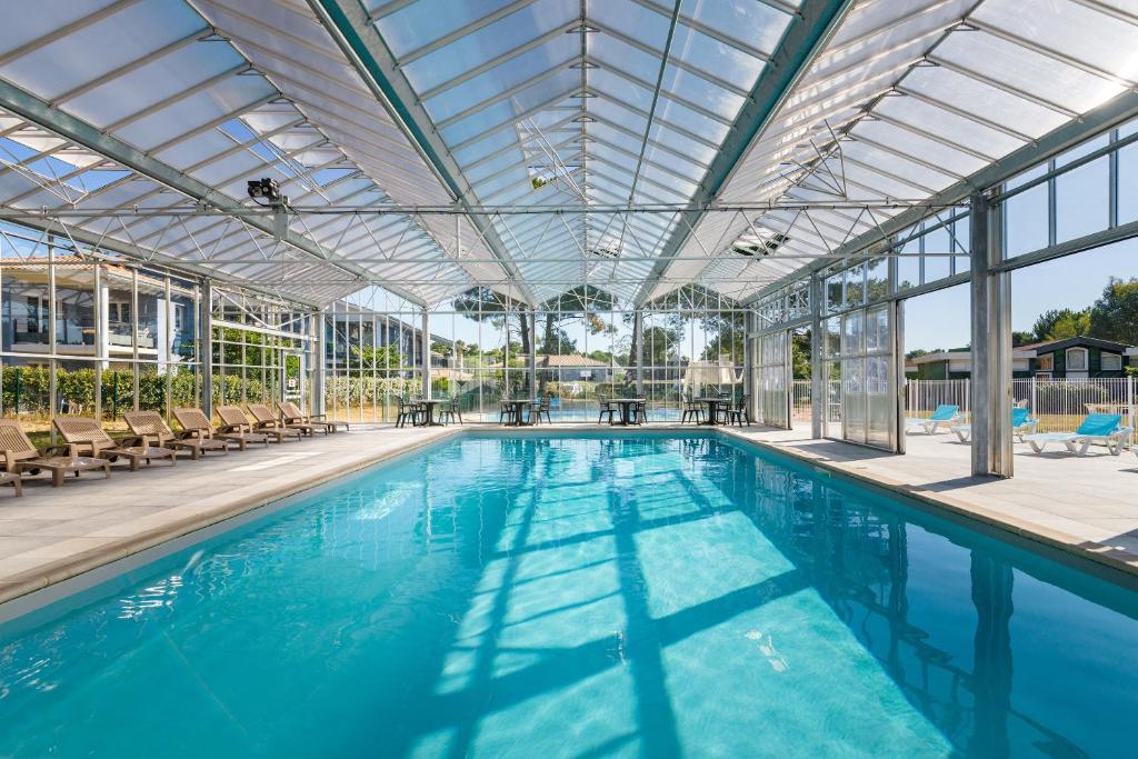 The swimming pool at or near Lagrange Vacances L'Estuaire