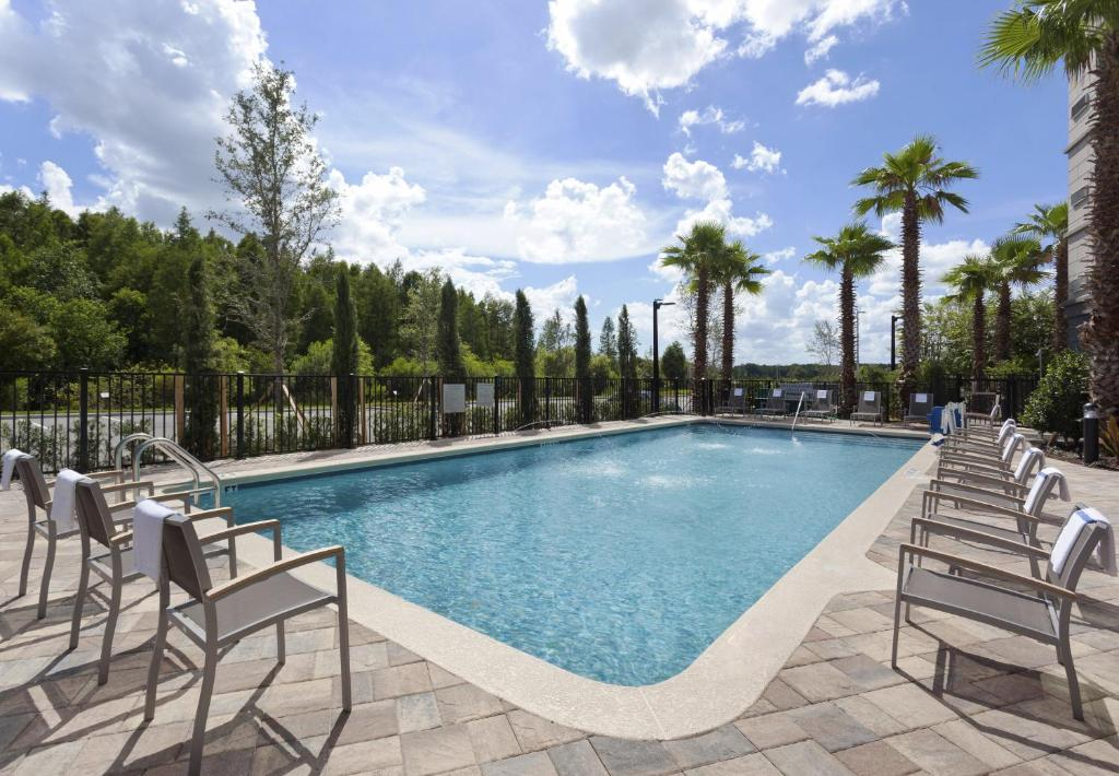 The swimming pool at or close to Courtyard by Marriott Orlando South/Grande Lakes Area