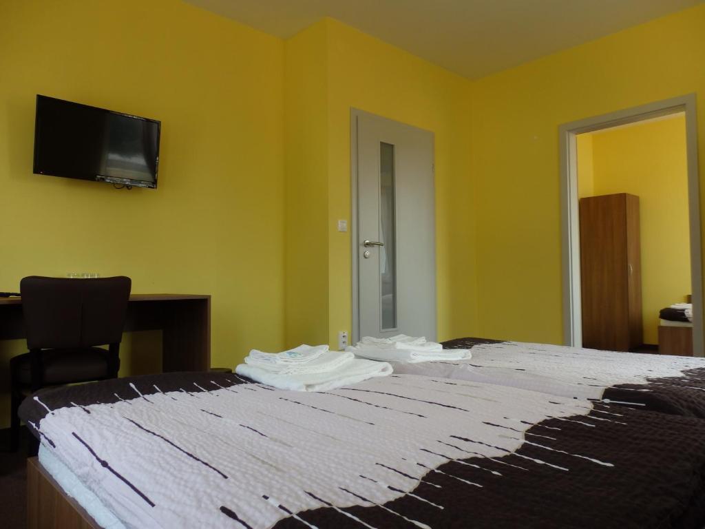 Posteľ alebo postele v izbe v ubytovaní Penzión Šport