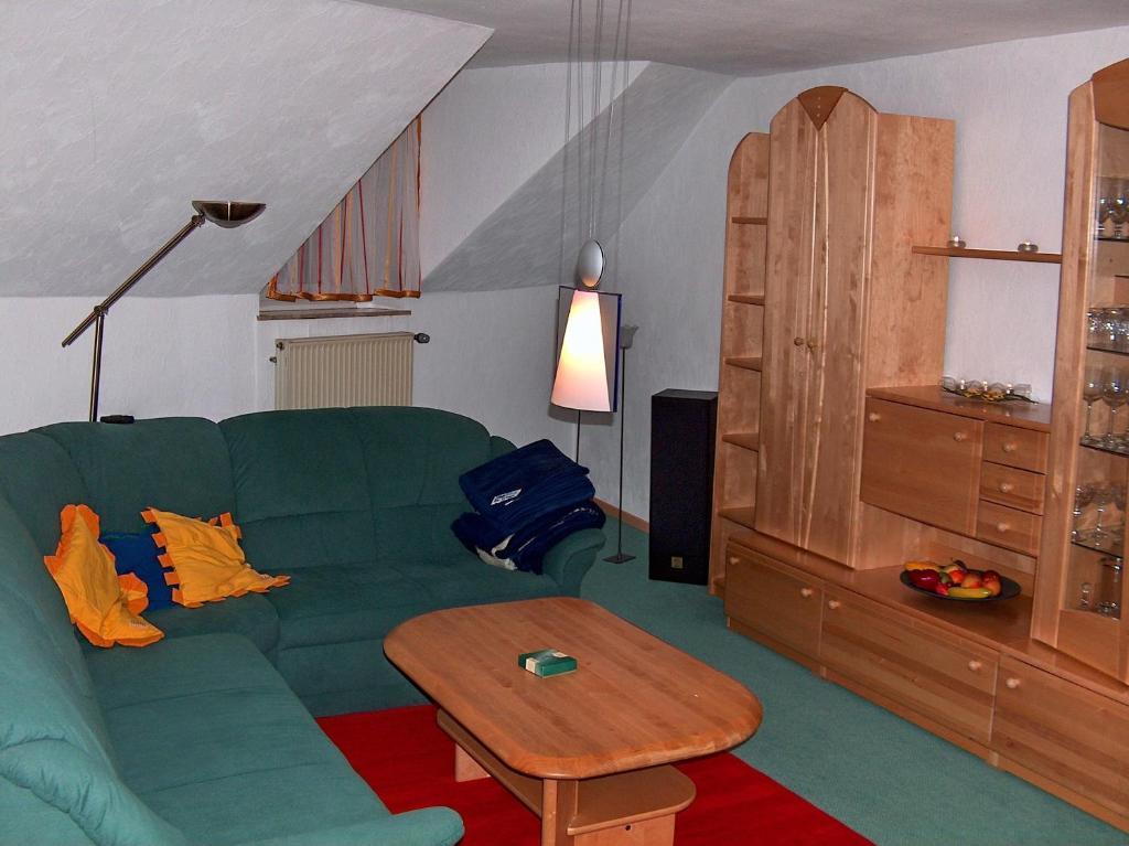 Ein Sitzbereich in der Unterkunft Apartment Am Fuße der Gutenfels