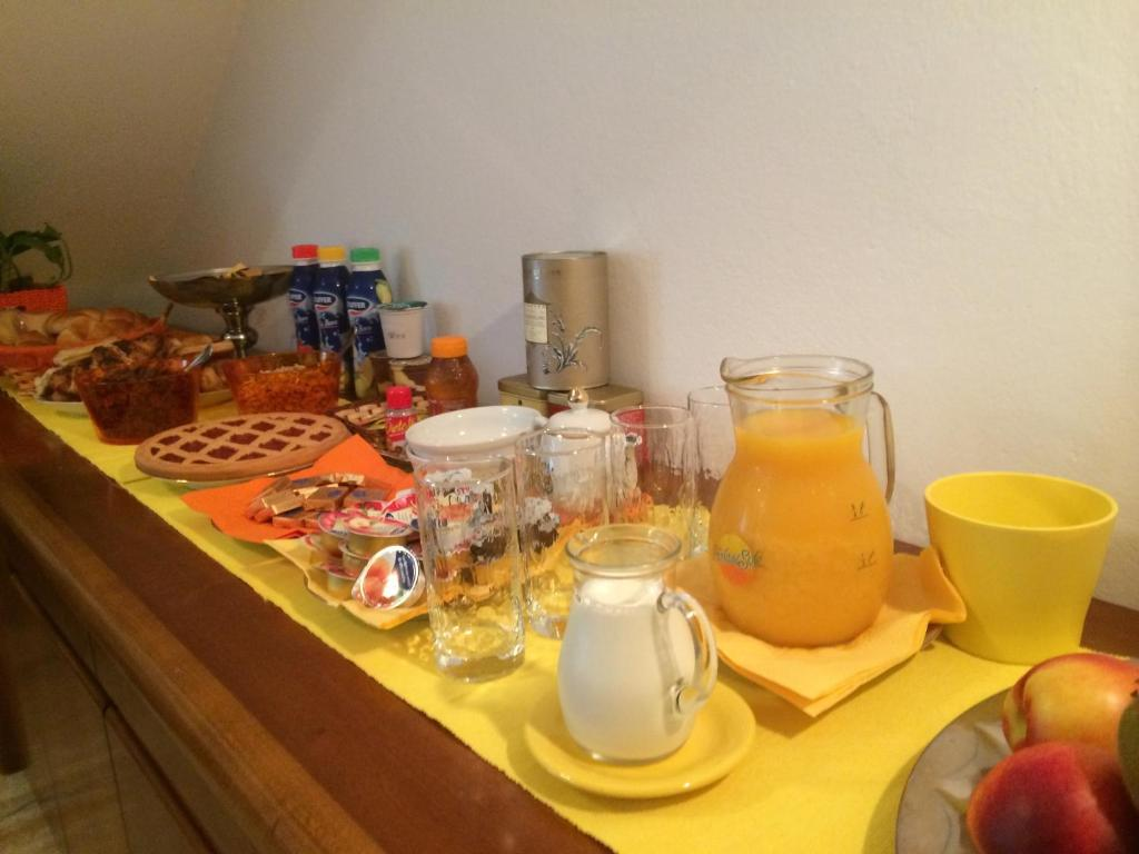 Breakfast options available to guests at B&B Soleluna