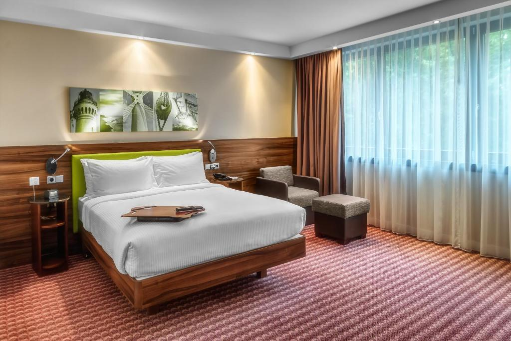 A bed or beds in a room at Hampton by Hilton Świnoujscie