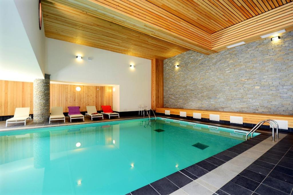 The swimming pool at or close to Résidence Prestige Odalys La Cascade - Les Epinettes