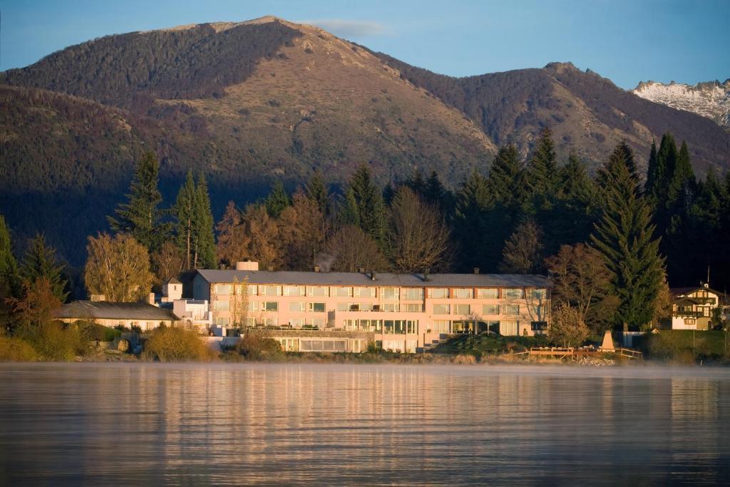 El edificio en el que está el hotel