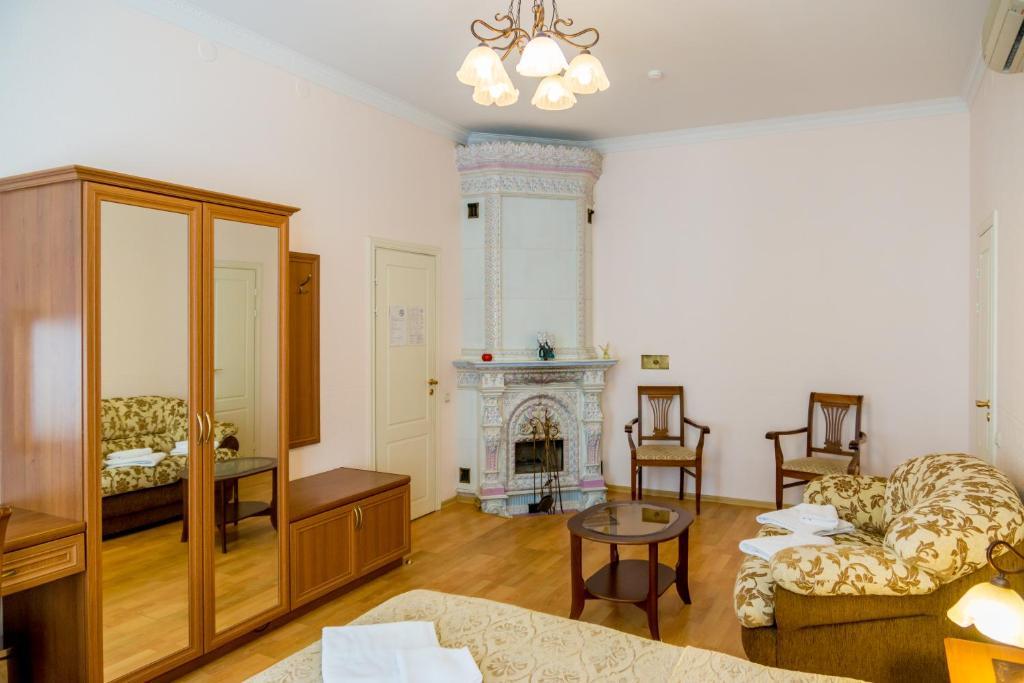 Гостиная зона в Nouvelle Europe гостевые комнаты