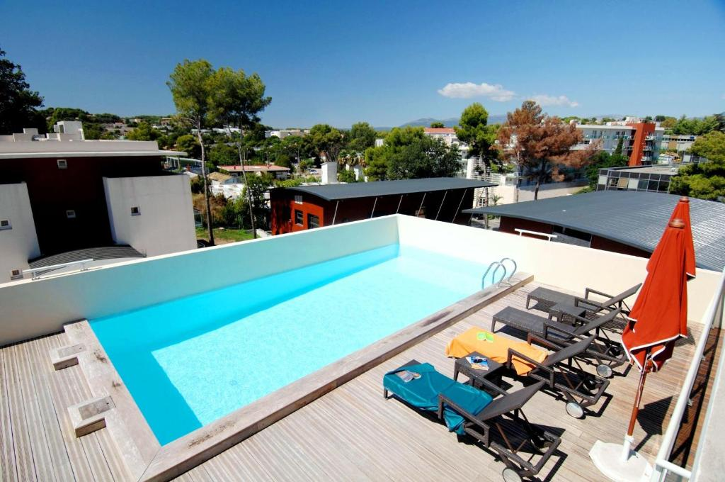 A view of the pool at Odalys City Antibes Olympe or nearby