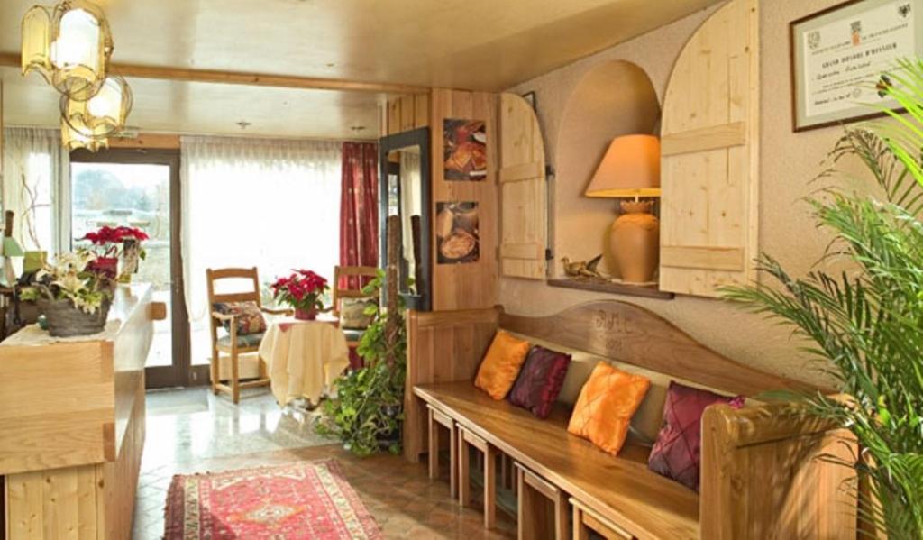 Coin salon dans l'établissement Hotel Restaurant Robichon