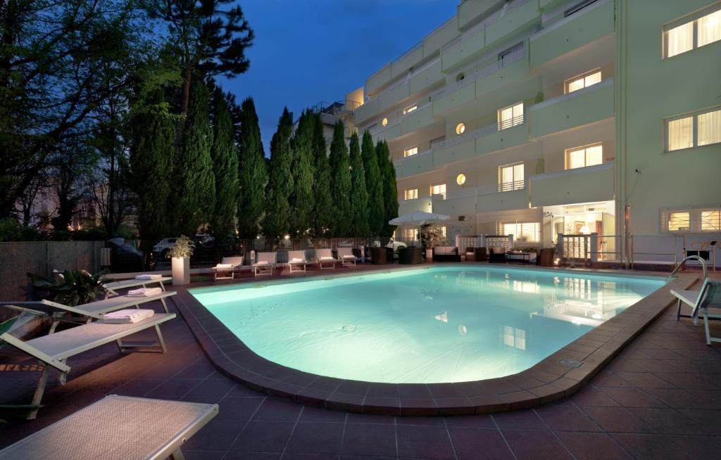 Piscina di Astoria Suite Hotel o nelle vicinanze