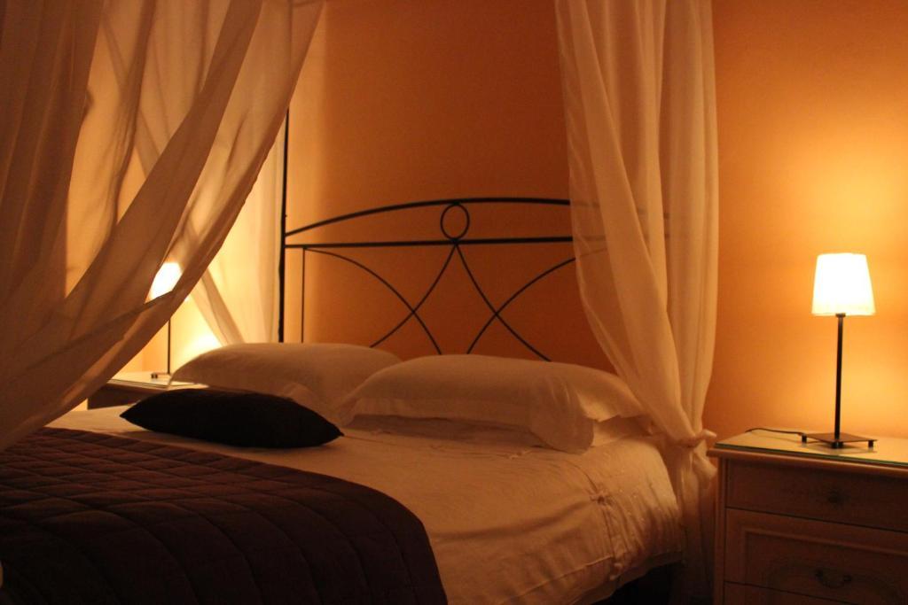 Letto o letti in una camera di Villa Egle