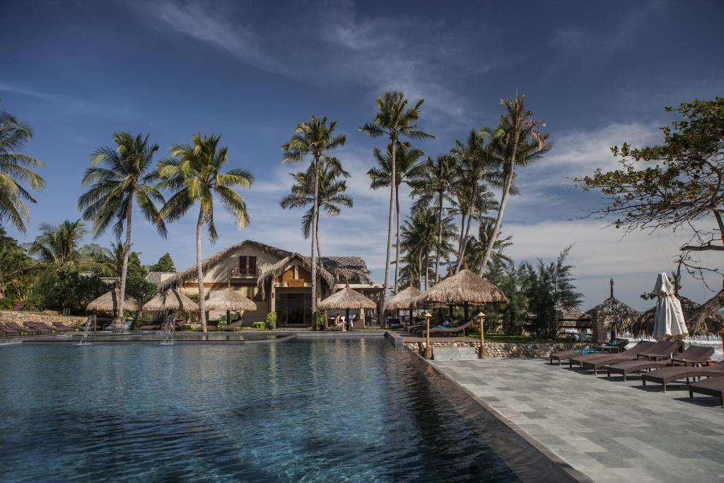 The swimming pool at or near Aroma Beach Resort and Spa