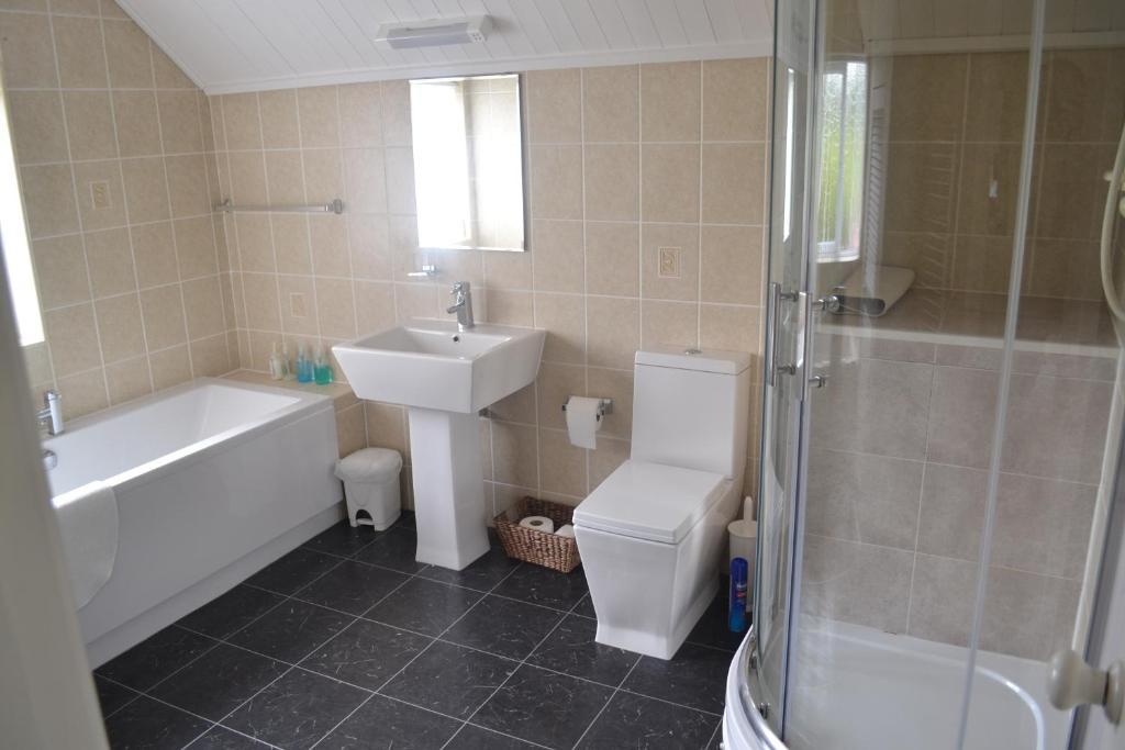 A bathroom at The Lilacs