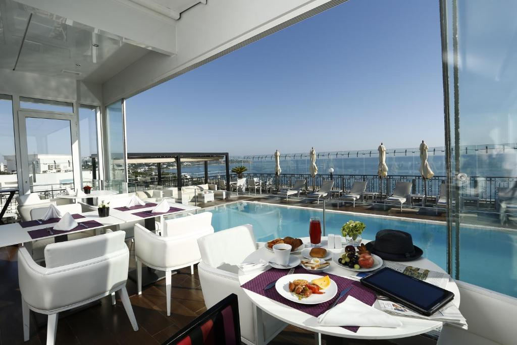 ダル エル マルサ ホテル & スパにあるレストランまたは飲食店