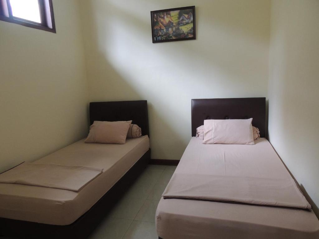 A bed or beds in a room at Villa Tjokro