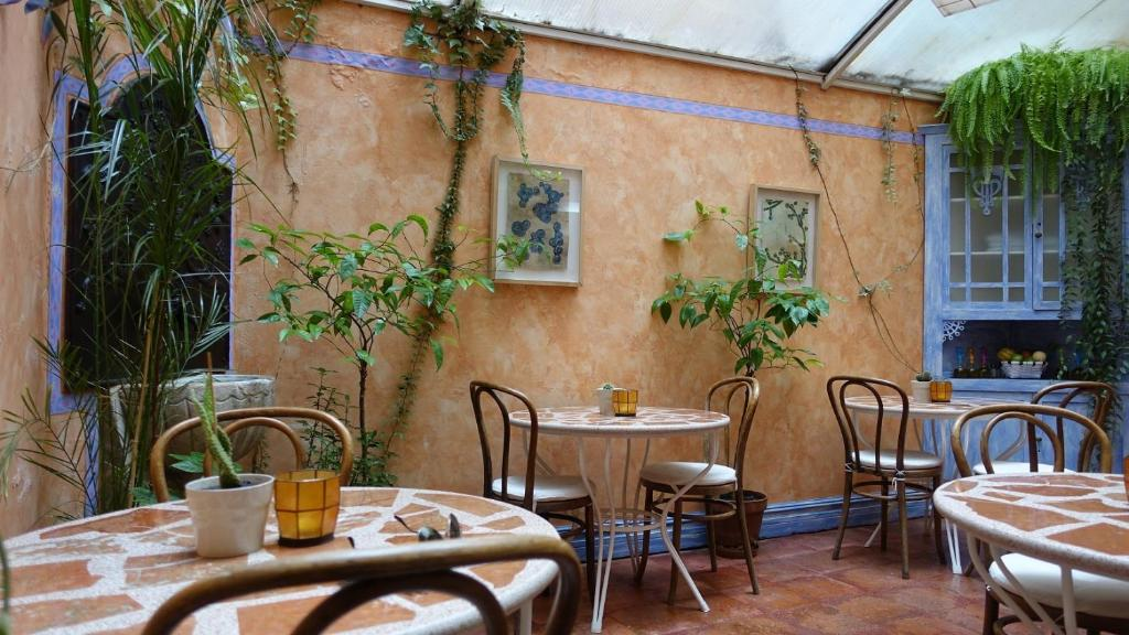 A restaurant or other place to eat at Camino Condal