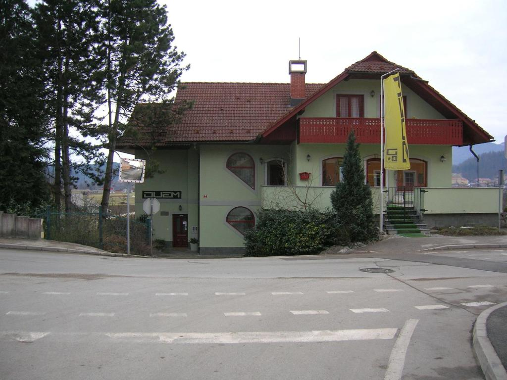 Zgradba, v kateri se nahaja apartma