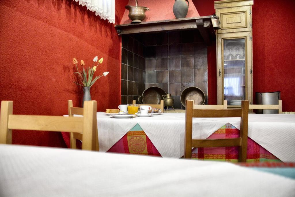 Un restaurante o sitio para comer en Hotel Eladia