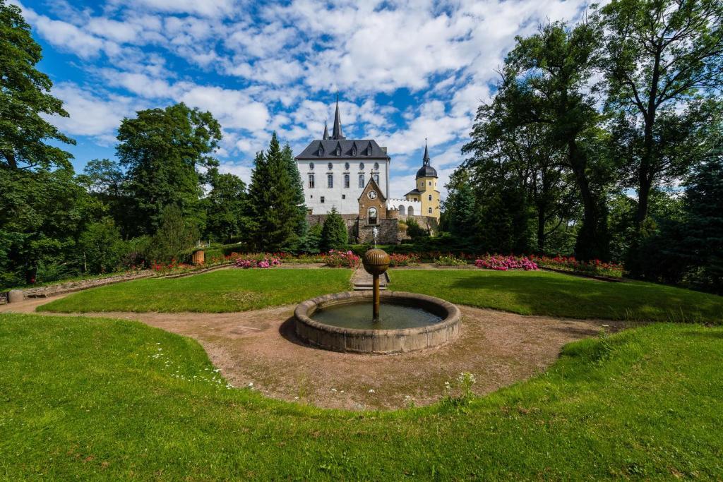 A garden outside Schloss Purschenstein