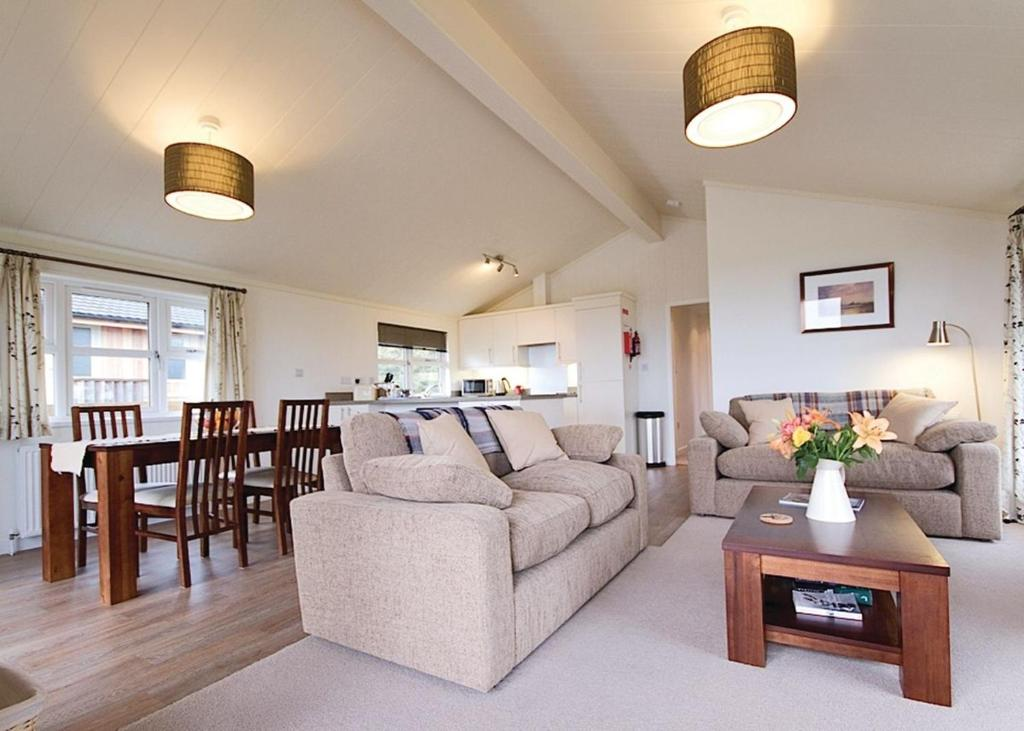 A seating area at Caddy s Corner Lodges