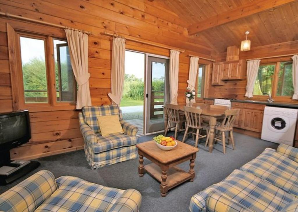 A seating area at Bron Eifion Lodges