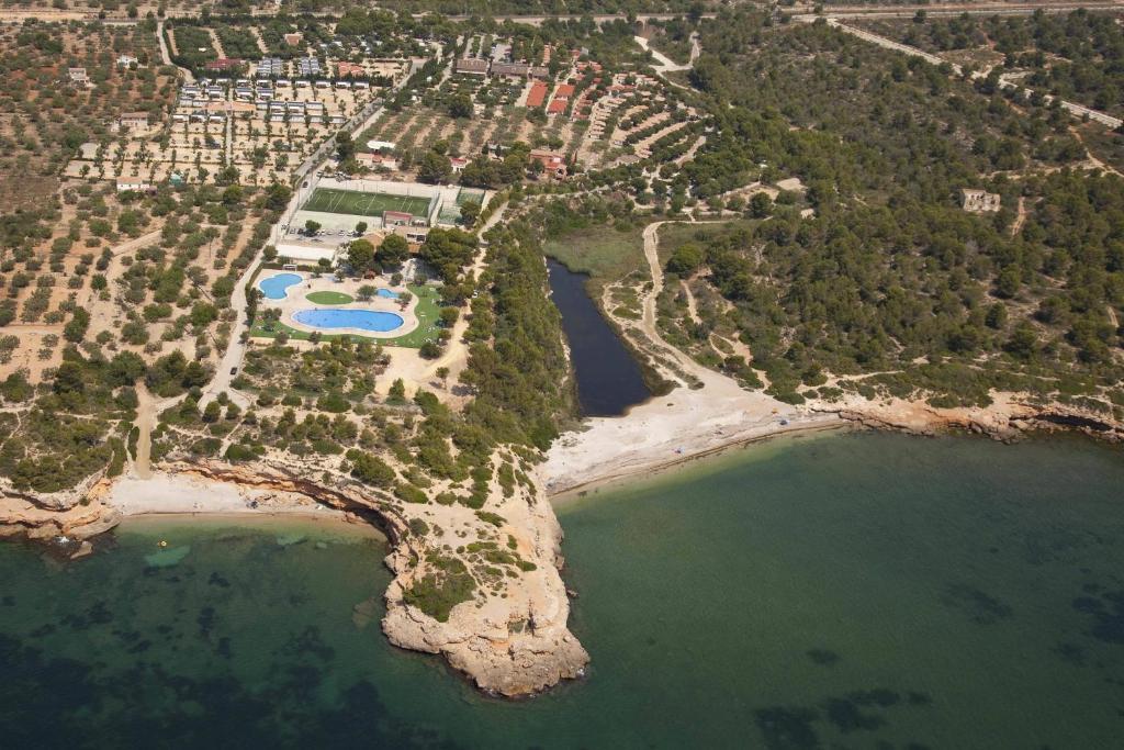 Een luchtfoto van Camping Ametlla