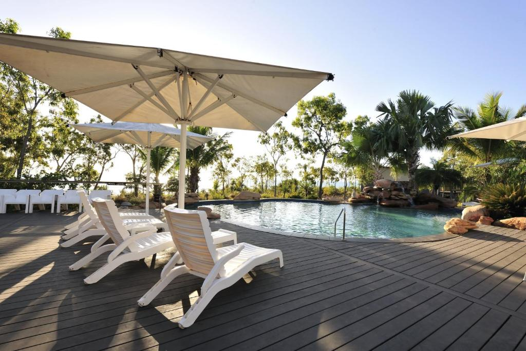 The swimming pool at or near Groote Eylandt Lodge