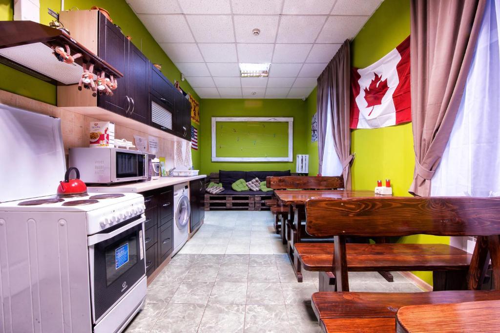 A kitchen or kitchenette at Pallet Hostel