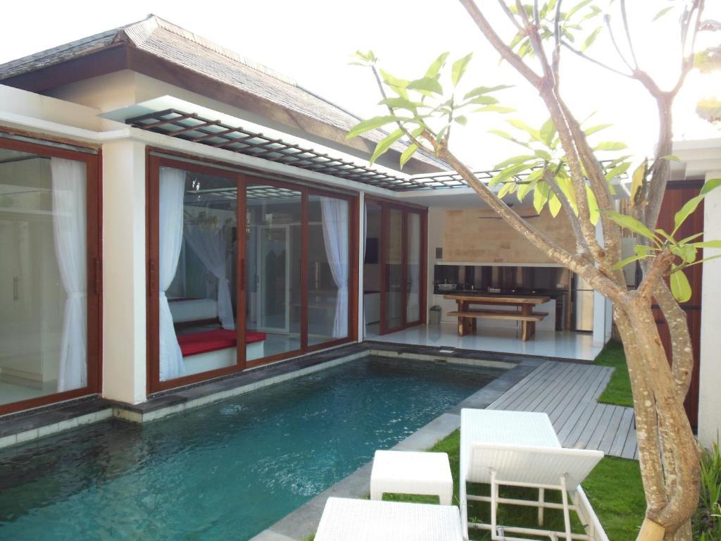 The swimming pool at or close to HK Villa Bali