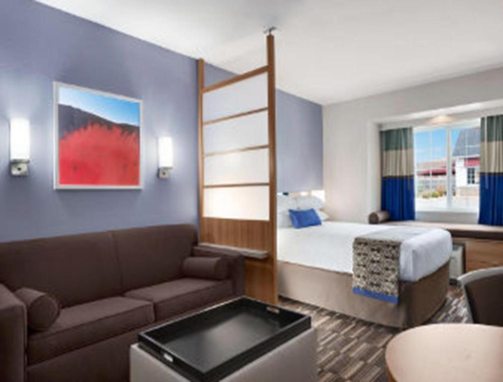 A room at the Microtel Inn & Suites by Wyndham Altoona.