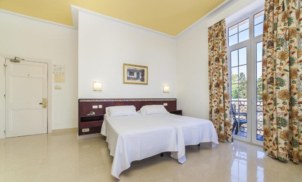 Кровать или кровати в номере Globales Reina Cristina