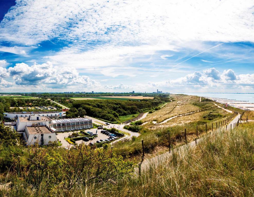 Blick auf Strandhotel Westduin aus der Vogelperspektive